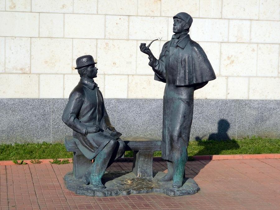 Памятник_Шерлоку_Холмсу_и_доктору_Ватсону_(Москва)