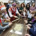 В тобольском доме ремесел научат вырезать из кости и плести из крапивы