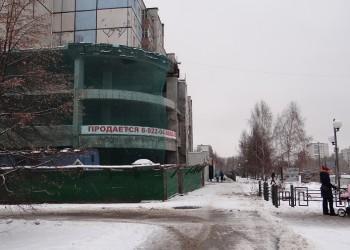 В центре города убрали строительный забор