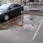 Тобольские водители метят парковочные места во дворах