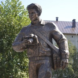 В Тобольске открыли памятник погибшим журналистам. Фоторепортаж.