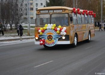 В тобольском ретро-автобусе билеты можно купить в кассе-копилке