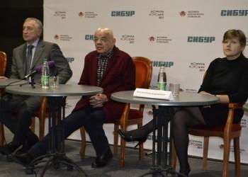 Константин Райкин отыграл спектакль в Тобольске с травмой ноги