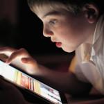 Тобольским родителям советуют оградить ребенка от опасностей мобильного интернета