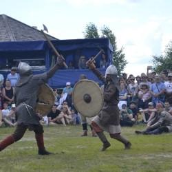 Реконструкторы со всей России приехали на фестиваль «Абалакское поле»