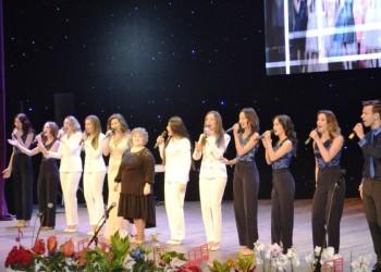 Тобольский театр эстрадной песни «Зазеркалье» отметил творческий юбилей