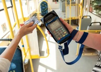 В автобусах Тобольска уже можно оплатить проезд банковской картой