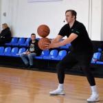 Никита Моргунов провел мастер-класс для тобольских баскетболистов. Фото