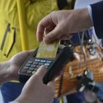 Во всех автобусах Тобольска можно оплатить проезд банковской картой