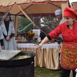 На фестивале «Уха-царица» съели более 500 литров ухи. Фото