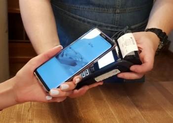 Мужчины на Урале чаще стали оплачивать покупки смартфонами