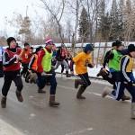 Участники эстафеты в Тобольске бежали в валенках и ехали на велосипеде