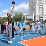 Тимофей Мозгов и Сергей Быков открыли баскетбольную площадку в Тобольске