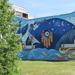 В Тобольске уличную будку раскрасили по мотивам сказки «Конек-горбунок»