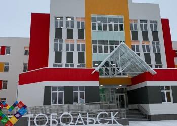 В новой школе Тобольска начали монтировать оборудование