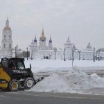 Из Тобольска вывозят по 200 машин снега в сутки