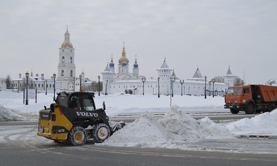 Уборка снегу у кремля