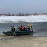 В Тобольске начался ледоход. Спасатели сняли с мостков через Иртыш 7 человек