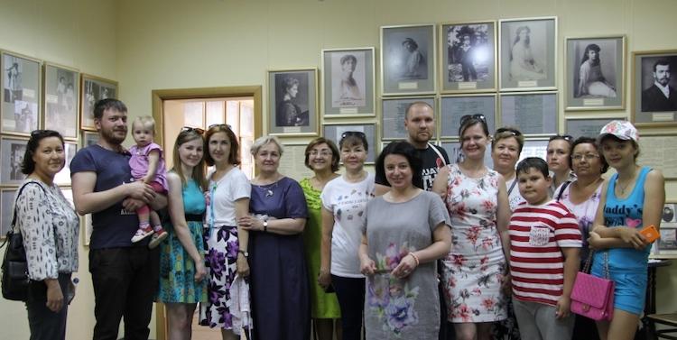 Tobolyaki_v_gostyakh_u_semi_Romanovykh