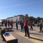 В парке победы для тоболяков проводят фитнес-зарядки