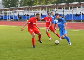 Тобольские футболисты крупно уступили в первом домашнем матче. Фото