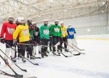 В новом ледовом спорткомплексе Тобольска начались тренировки хоккеистов