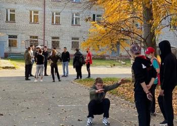 Участники фестиваля «Время побед» отжимались, прыгали и играли в дартс