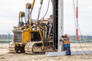 На территории тобольского аэропорта погружена первая свая будущего аэровокзала