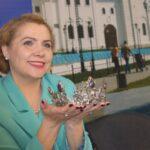 """Победительница конкурса """"Мисс Оптимистка 2021"""" получит диадему ручной работы"""