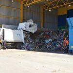 Молодожены из Тобольска случайно выбросили кольца в мусорный контейнер
